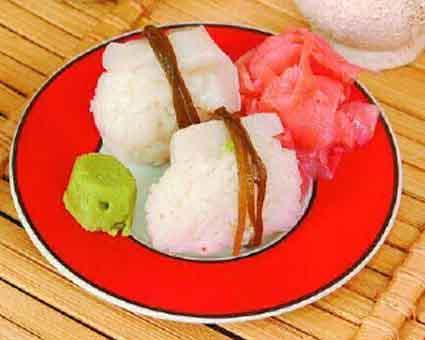 Суши с морским гребешком и морской капустой